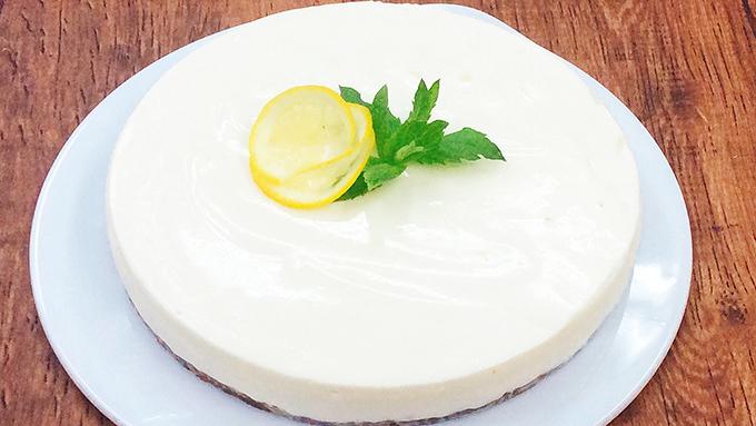 暑い夏にさわやかな味を楽しめる「レアチーズケーキ」のレシピ