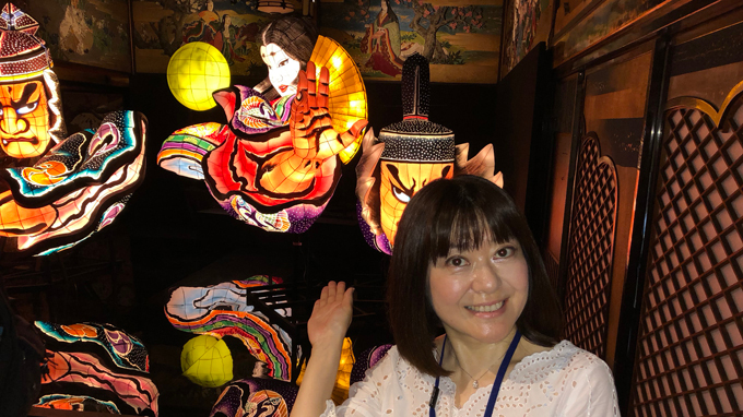 ひろたアナも感動 昭和の竜宮城で極楽浄土な『和のあかり×百段階段』
