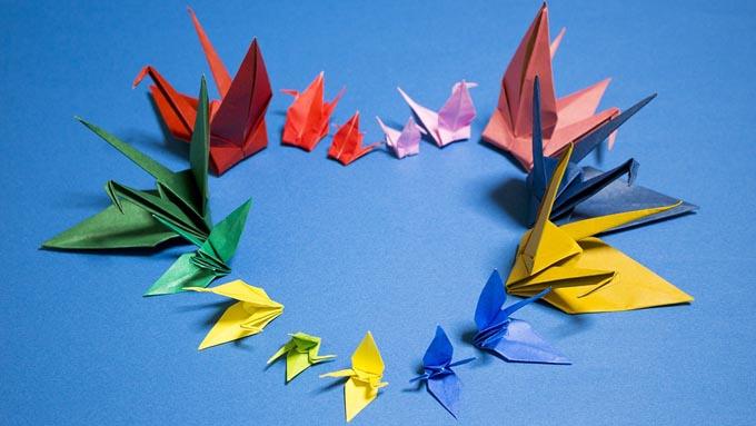 「折り紙つき」の折り紙は何の紙?