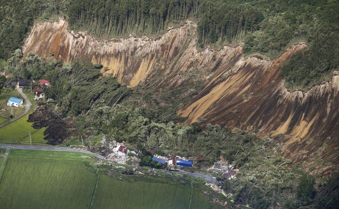 地震 発生 北海道 厚真町 土砂崩れ 広範囲 火山灰 安平町 災害 震災 停電 発電