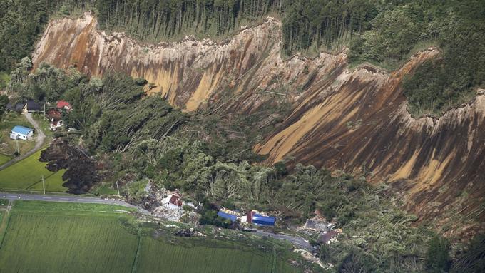 北海道地震~千歳市からの現地情報「立ち上がることができないほど大きかった」