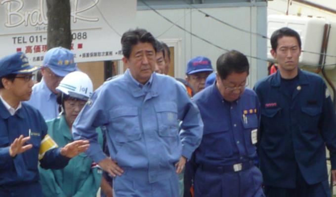 安倍首相が液状化の現場視察【北海道胆振東部地震 被災地を歩く(2)】