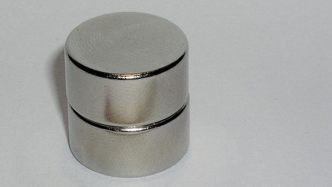 世界初の超強力『永久磁石』は日本人が開発