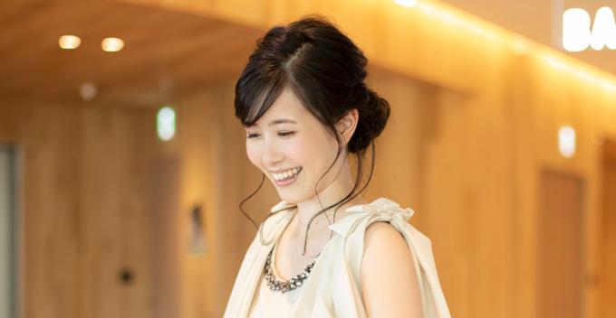 東島衣里アナ カレンダーで素の自然な表情を撮影