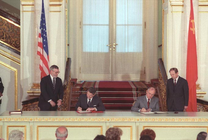 INF全廃条約 INF 条約 全廃 トランプ ロシア プーチン アメリカ 中国 ミサイル 核