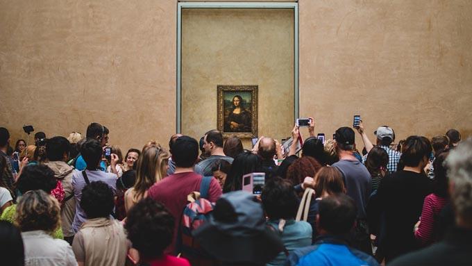 美術館は日本と海外で『回る方向』が違う