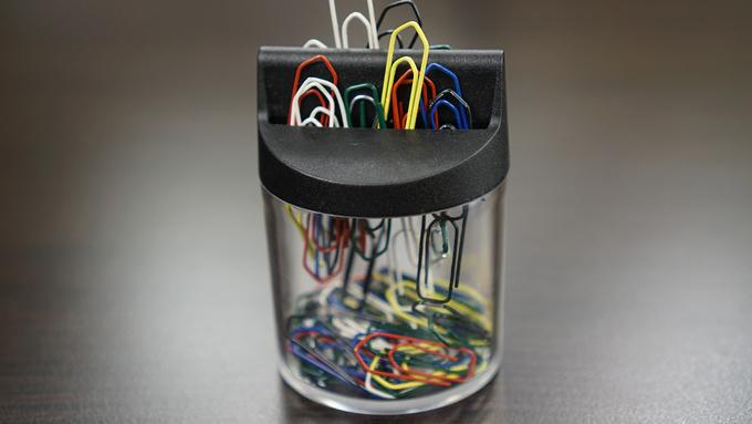 磁石に触れたクリップが他のクリップともくっつく原理は?