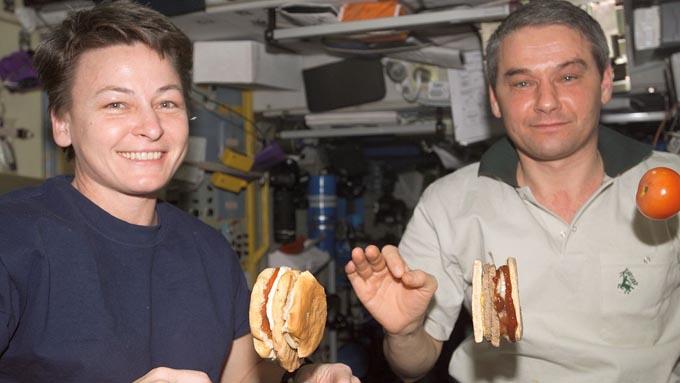 宇宙食の進化~かつては不評でサンドイッチを勝手に持ち込む宇宙飛行士も