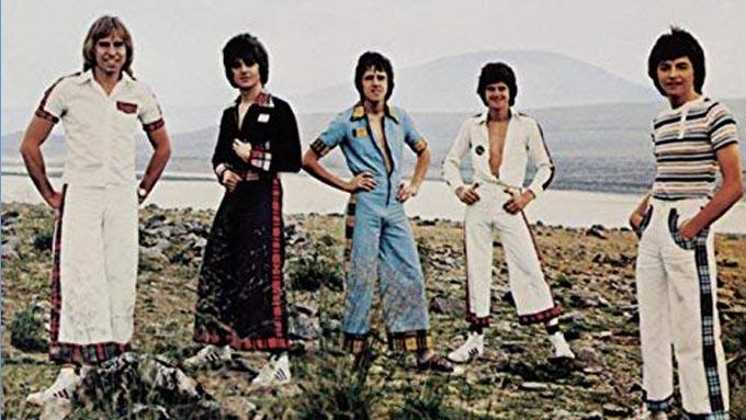1976年11月7日ベイ・シティ・ローラーズの『青春に捧げるメロディー』がオリコン・アルバムチャート1位をキープ(11月1日~15日)