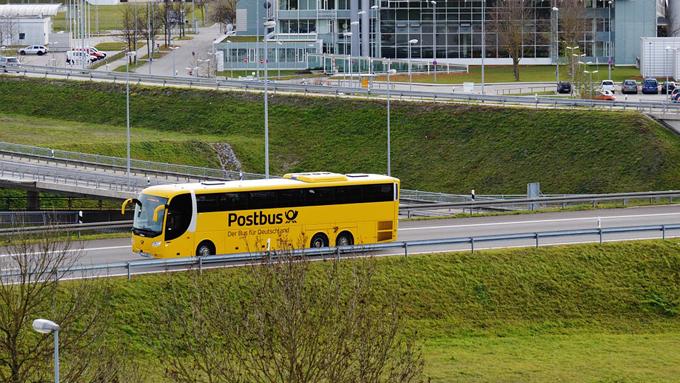 穴場の絶景をカバーする「ポストバス」は郵便物も配達するバス!