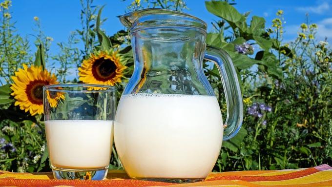 なぜ牛乳はペットボトルで売られないのか?