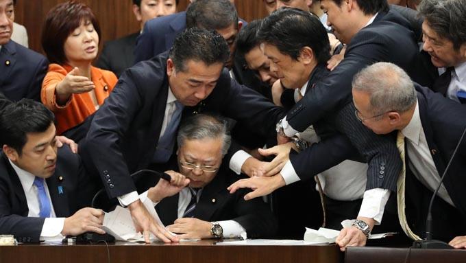 臨時国会本日閉幕~強行採決へのセレモニー演出のみに終わった野党