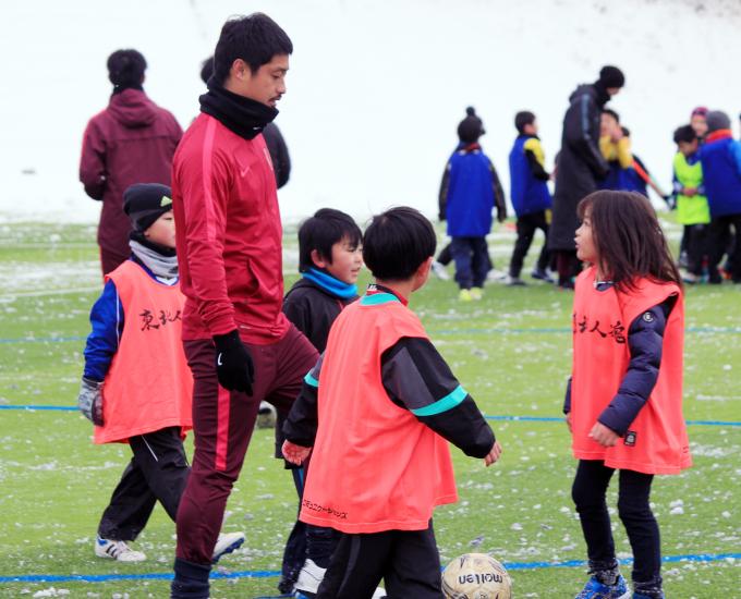 電撃引退発表の小笠原 東北被災地支援でサッカー少年の嬉しい言葉とは?