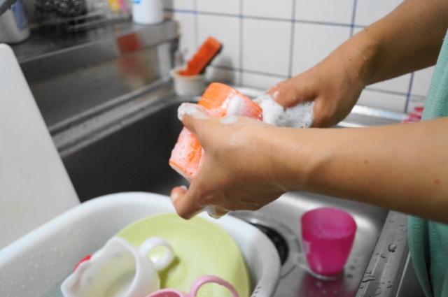 """医師が解説 洗い物のときの""""手荒れ予防""""秘訣"""