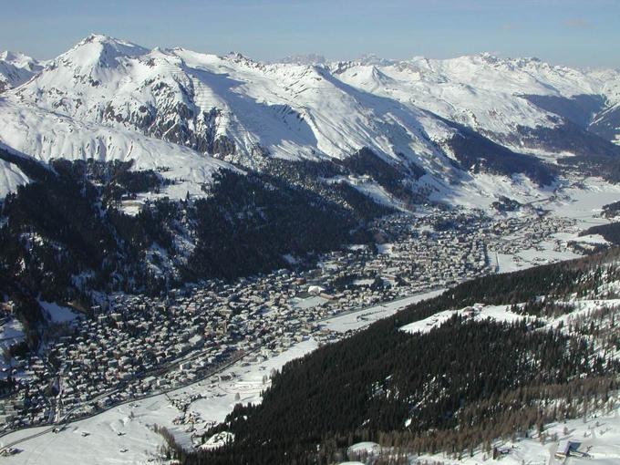 ダボス会議 スイス 安倍 データ通信 国際規定 ハブ スーパーハブ ジョージ・ソロス