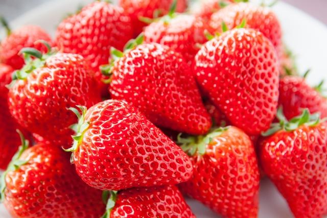 イチゴはどこから食べると美味しいの?