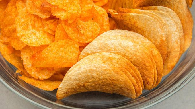 ポテトチップスの袋はなぜ中身に比べてパンパンなのか?