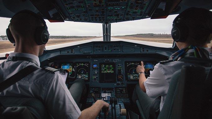 多発するパイロットの飲酒問題~航空業界が抱えるその背景