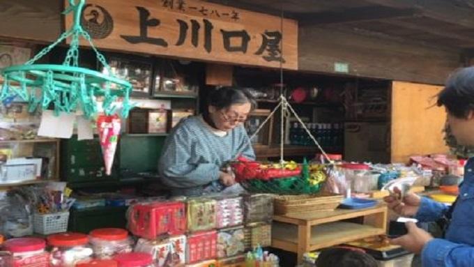 日本最古の駄菓子屋で外国人に人気のお菓子とは?