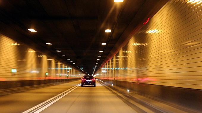 """トンネルの照明が消えているのは""""意図的に消している""""可能性"""