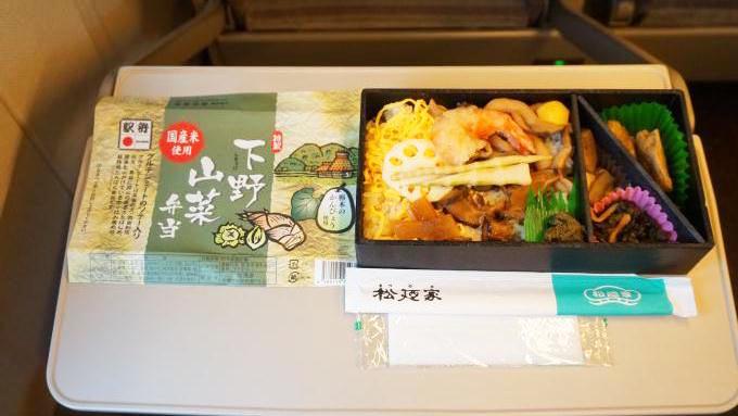 宇都宮駅「下野山菜弁当」(700円)~ご当地ならではの列車、ご当地ならではの駅弁!