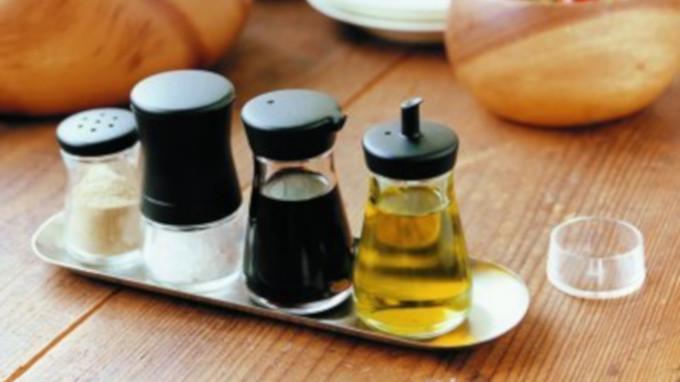 「無印良品の卓上オイル差し」は「粉調味料入れ」にぴったり!