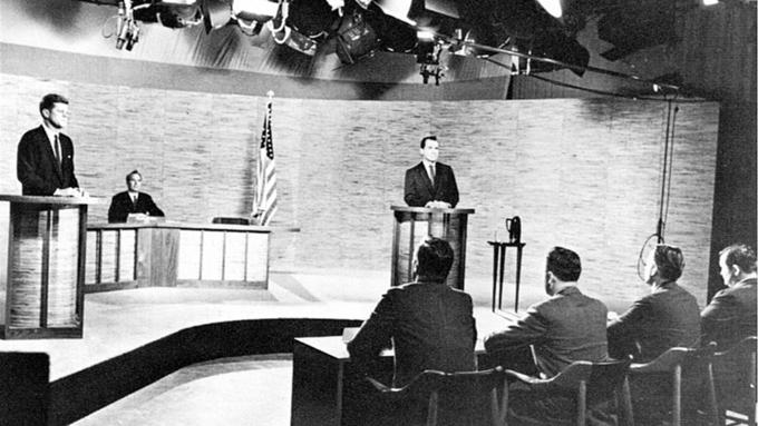 米民主党が討論会でFOX排除~ココが日本とは違うアメリカの放送局