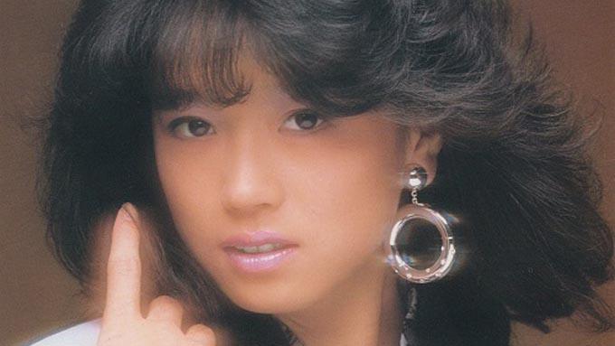 1985年3月8日、中森明菜「ミ・アモーレ」がリリース~第二期明菜の起点となった名曲