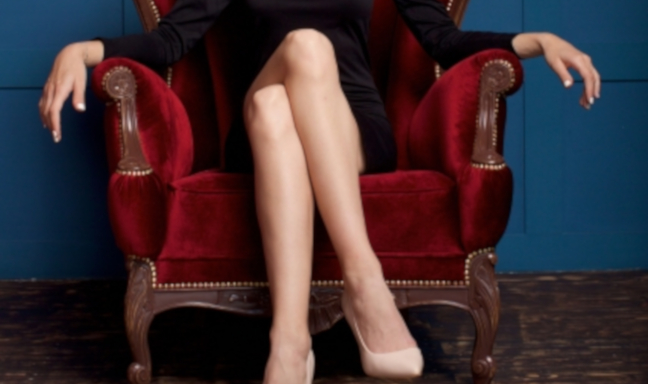 足を組む癖は体に良くないの? 医師が解説