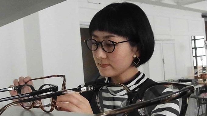 いまの眼鏡のトレンドはメタルで繊細なもの