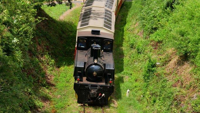 土砂や鉱石を運搬する貨車から進化した列車とは?