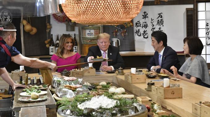 トランプ大統領が来店した「高級炉端焼き店」のパフォーマンスがすごい!