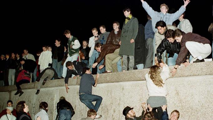 天安門事件、ベルリンの壁崩壊…激動だった平成元年