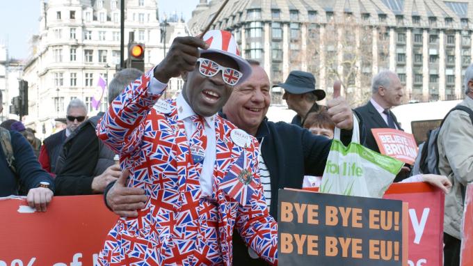 英EU離脱 国民投票を再度実施が必要か