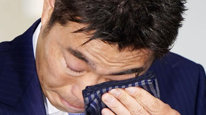 巨人・上原浩治投手の引退会見に松本秀夫アナがもらい泣き