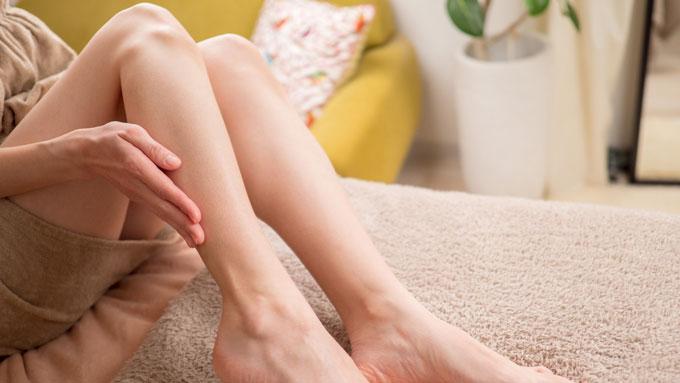 最近足がむくむ……若い頃はなかったけど、健康に問題はない? 医師が回答