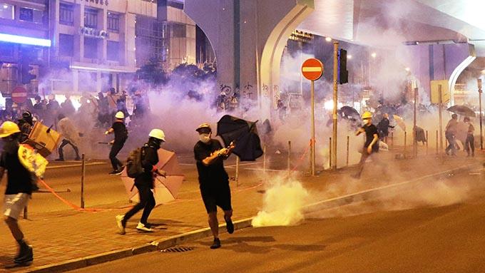 香港デモ隊を警察が強制排除~香港の動静を見ている台湾