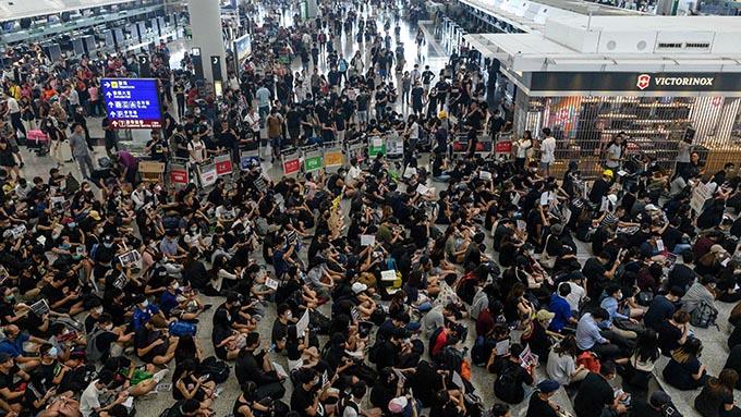 香港国際空港がデモで停滞~9月の「一帯一路サミット」まで混乱は続く