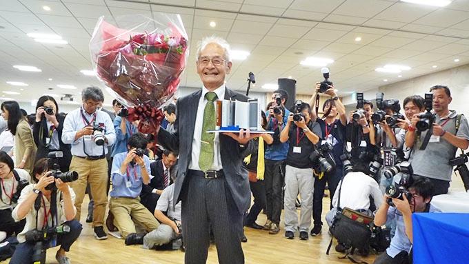 吉野彰さんノーベル化学賞、記者会見場の舞台裏