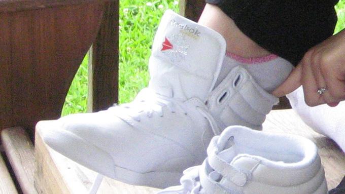 靴底に金具を打ち付けたスパイクが、スニーカー大手「リーボック」の始まり