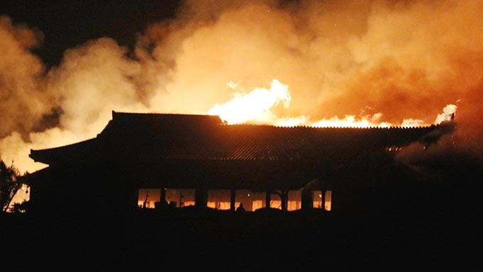 首里城での火災、現地のショック計り知れず~玉城知事「必ず復元する」