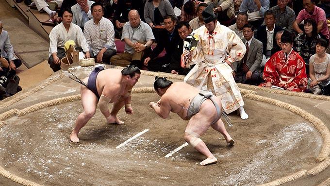 相撲の「関取」と「幕下以下」でどのくらい待遇が違うのか