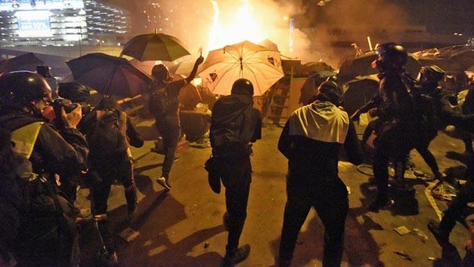 学生の合言葉は「死なばもろとも」~香港デモで政府は押し切るか