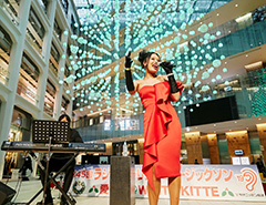 愛の泉@WHITE KITTE Elianaさんのパワフルな歌声に、会場の皆さんも魅了されています!