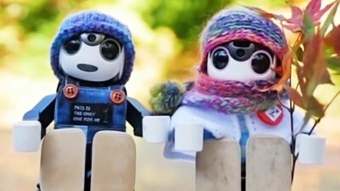 シャープの「ロボホン」50体が、青森県むつ市に観光旅行?