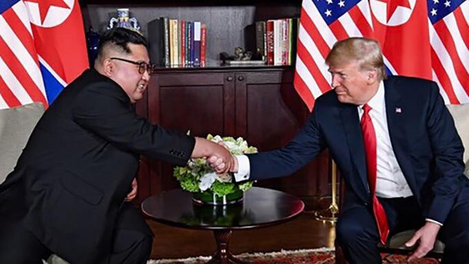 """再び緊迫する米朝関係~トランプ大統領が金正恩委員長に贈った""""信頼のメダル""""が意味するもの"""