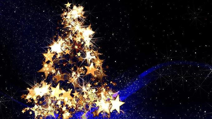 クリスマスツリーの最初の飾りつけはロウソクだった?