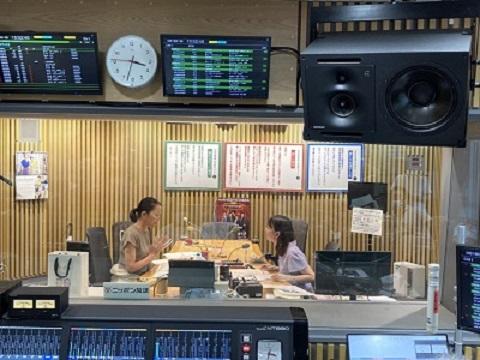 うどらじ、羽田美智子さんスタジオ風景