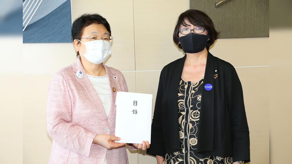 日本看護協会にラジオ・チャリティ・ミュージックソン募金贈呈